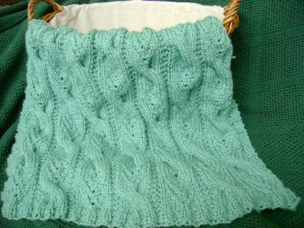 knit this sweet cabled baby blnaket for fall and winter babies