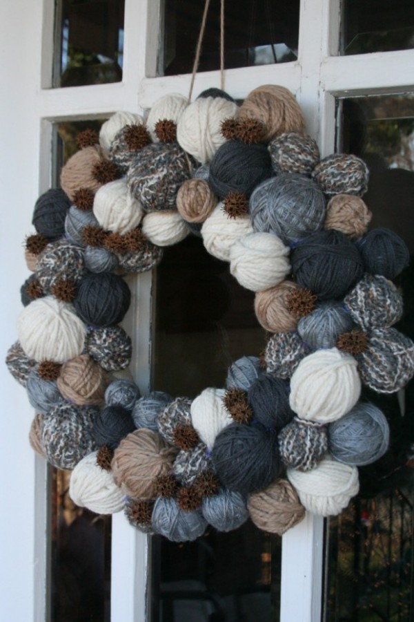 yarn ball wreath dark