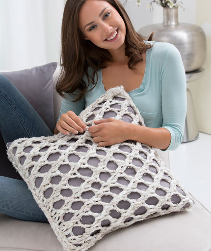 Knit a mesh pillow cover with Sashay yarn.