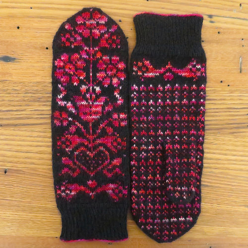 Knit a piar of gorgeous mitts inspired by austria
