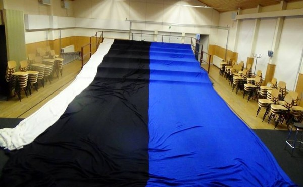 Knit Estonian flag will be the world's largest.