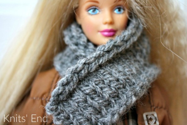 Knit a simple scarf for a fashion doll.