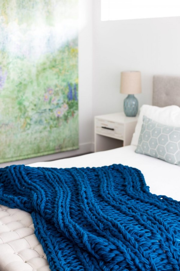 Chunky ribbed arm knit blanket