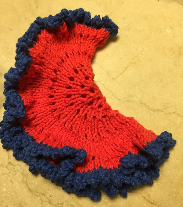 Knit a frilly circle dishcloth with Knitted Kitchen.