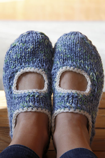 Simple Slippers to Knit for Women