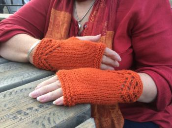 lace fingerless gloves knitting pattern
