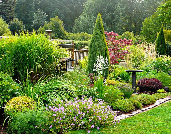 7 Natural Landscaping Ideas - KnockOffDecor.com on Backyard Border Ideas  id=74225