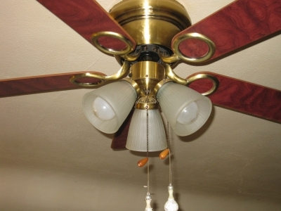 Ceiling Fans  How To Clean A Ceiling Fan To Cut Back On Dust If you have never cleaned your ceiling fan light covers it s a real easy  task and won t take but a few minutes  Each ceiling fan flute  or light  cover