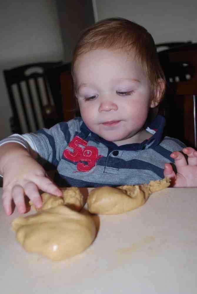 Peanut Butter Playdough from mormonmommymft.blogspot.com/