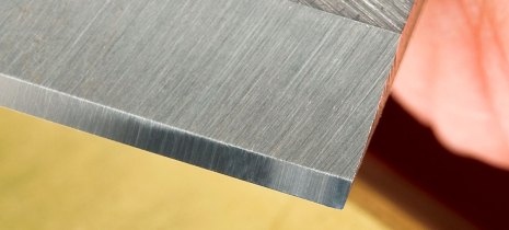A highly polished bevel, using 8,000g