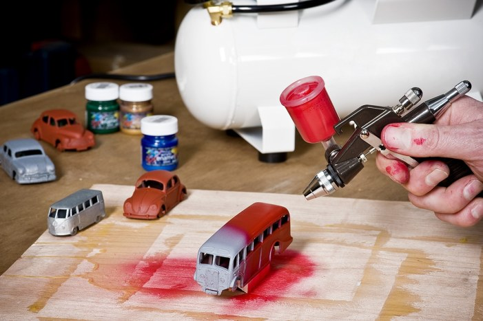 Airbrushing using air compressor