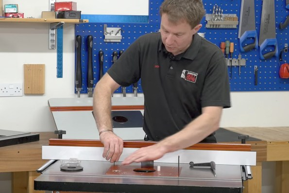 How to set up your router table the knowledge blog tightening the bolts to make the table level greentooth Images