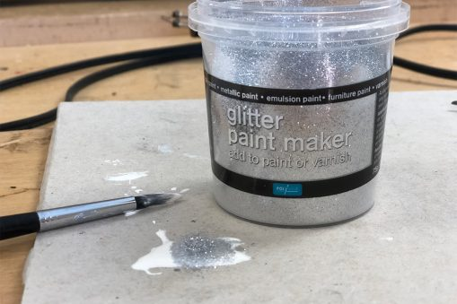 Making glitter paint