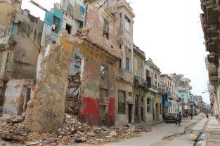 Hier und da mal ein zerfallenes Gebäude. Kein Wunder, dass die Einheimischen Centro Habana auch mal gerne Kabul nennen.