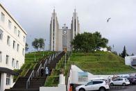 Auch in Akureyri gibt es eine moderne Kirche
