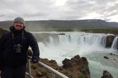 Irgendein wichtiger Typ hat 990 AD entschieden, dass Island christlich wird. Dazu hat er 24 Stunden nachgedacht und am Schluss die Bilder der alten heidnischen Götter in diesen Wasserfall geschmissen.