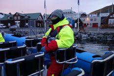 Tomus versucht sich aus dem Boot zu schälen. Das Steißbein ist inzwischen demoliert