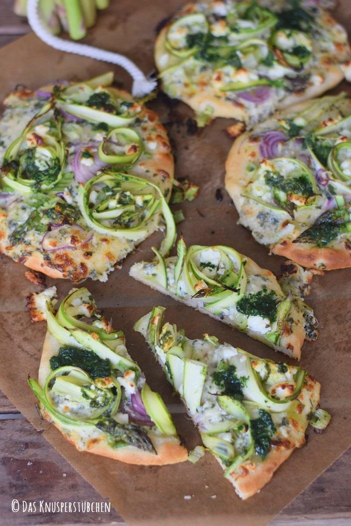 Mini Spargel Pizza mit Basilikum Tupfen 7