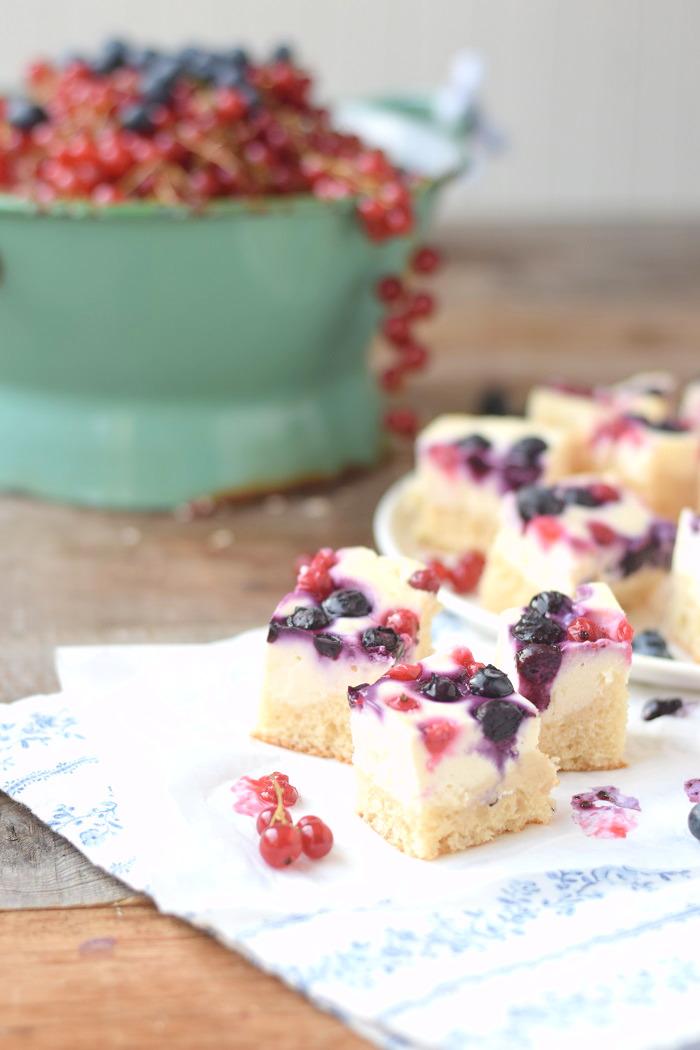 Quarkkuchen mit Beeren vom Blech_ Blechkuchen 3