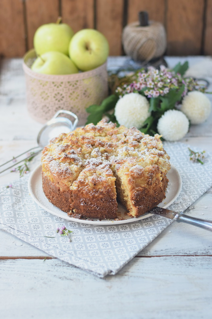 Apfelmuskuchen mit Marzipan und Marzipan Streuseln - Apple Cake with almonds and crumble #cake #fall #yummy #herbst (15)