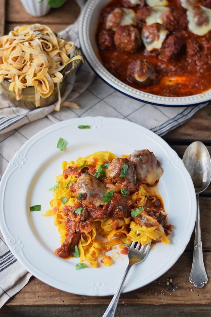 Kuebis Pasta mit Hackbaellchen und Mozzarella - Homemade Pumpkin Pasta with cheesy meatballs (18)