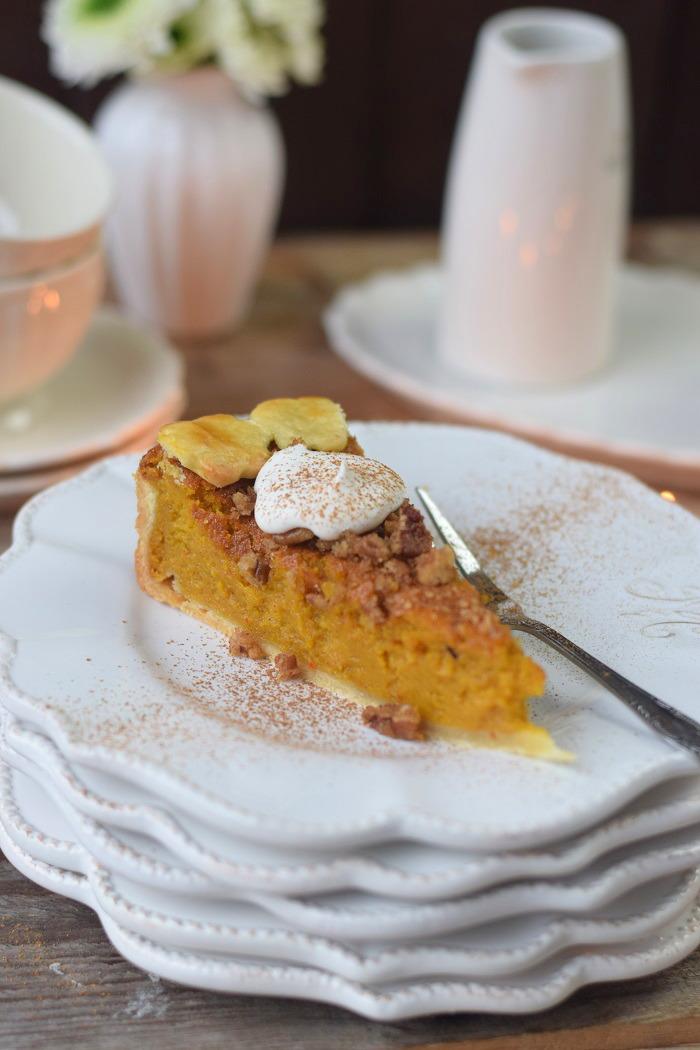 Pumpkin Pie with pekan crunch - Kürbis Pie mit Pekan Krokant Streuseln (1)