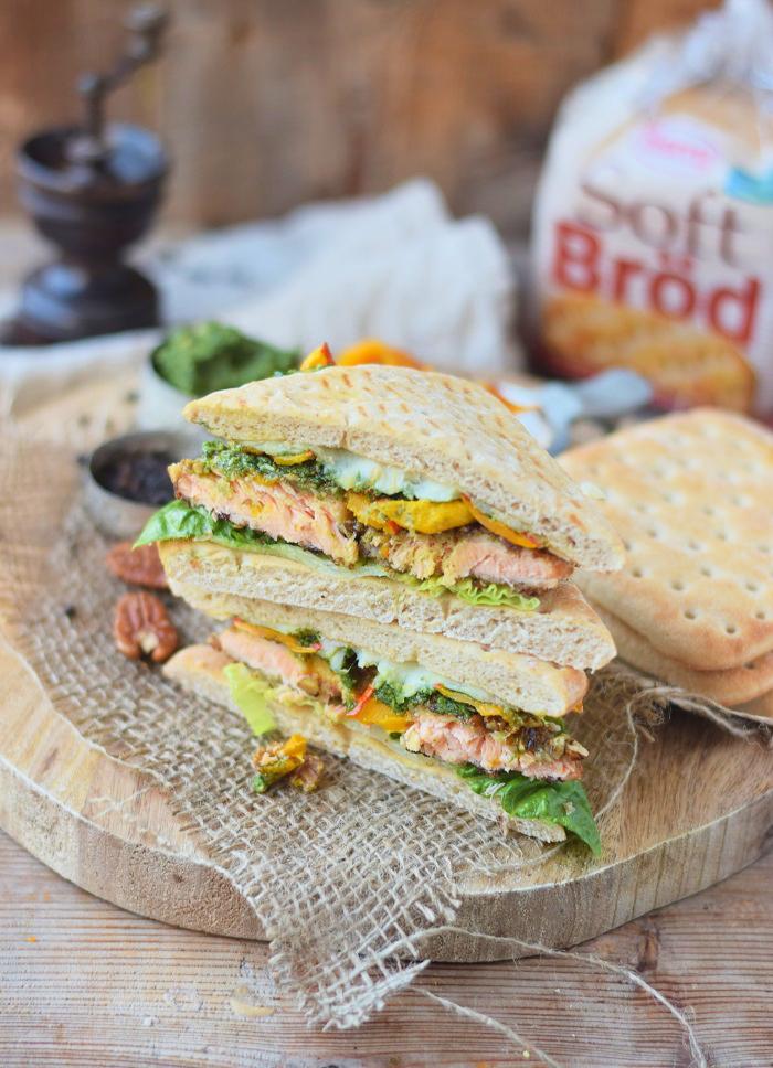 Knusper Lachs Sandwiches mit Pekannüssen, Pesto und Ofenkürbis (23)