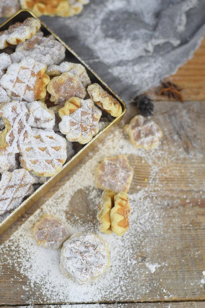 Spekulatius Waffelplaetzchen - Speculoos Waffle Christmas Cookies (21)