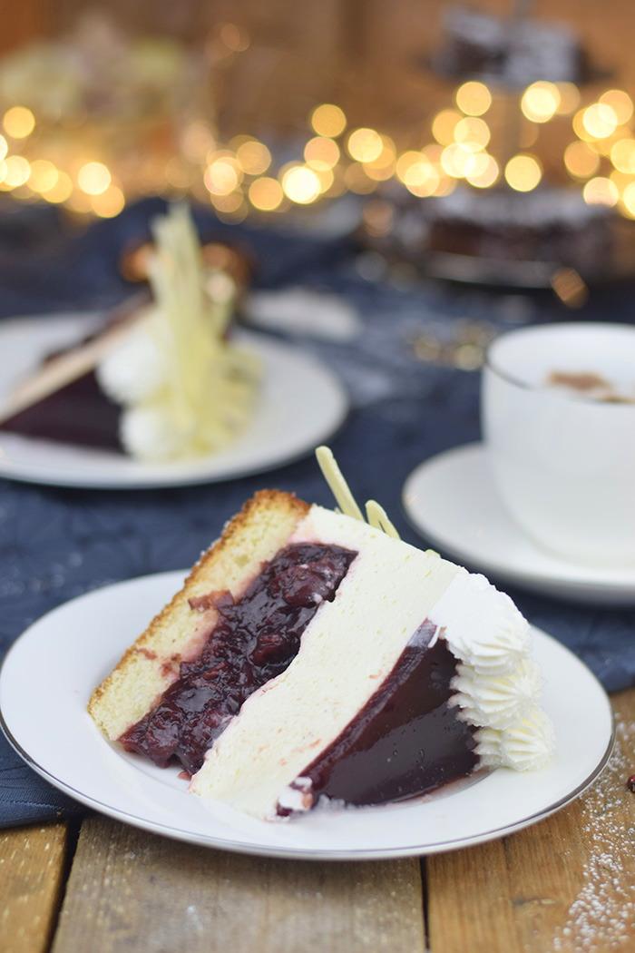 Winterliche Käse Sahne Torte mit Kirschkompott (18)