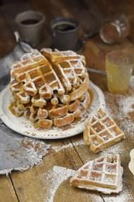 Erdnussbutter Joghurt Waffeln mit Karamellsauce und Schokolade - Peanut Butter Yogurt Waffles with caramel sauce and chocolate (20)