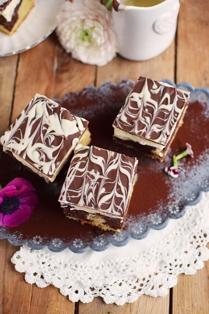 Donauwelle - Chocolate Vanilla Cake with Cherries Donauwelle Schokoladig Cremiger Klassiker (6)