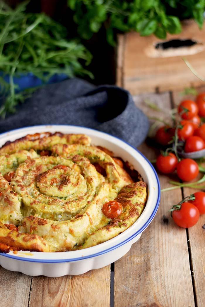 Pizza Pinwheel mit Tomaten und Mozzarella - Pizza Roll with Tomatoes and Mozzarella Cheese (1)