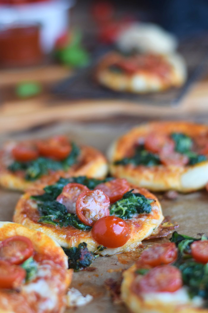 Spinat Pizza mit Käserand - Spinach Pizza with cheese crust (11)
