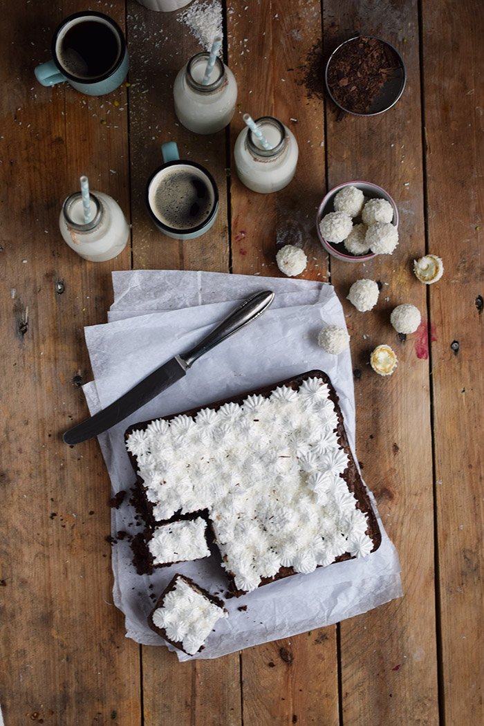Raffello Brownies - Brownies with coconut truffles and coconut meringue (22)