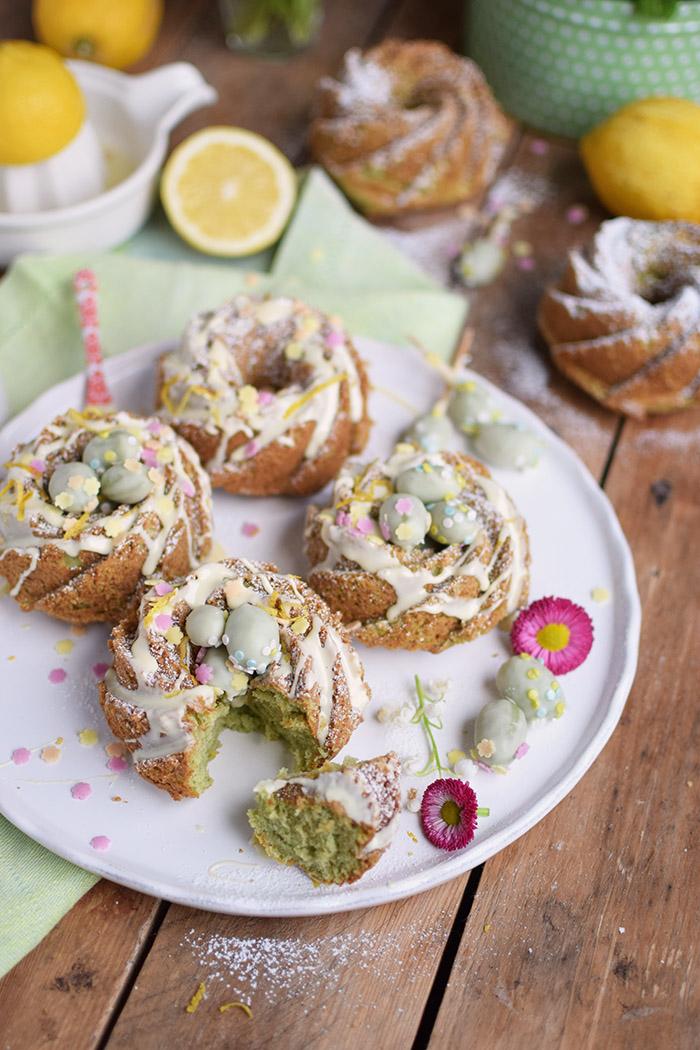 Zitronen Avocado Gugelhupf mit Schokoeiern - Lemon Avocado Bundt Cake (1)