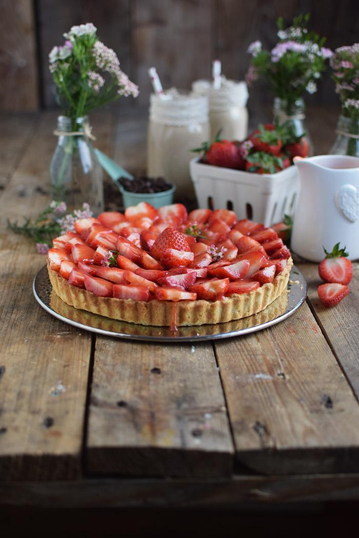 Erdbeertorte mit Cheesecake Swirl - Strawberry Cake with Cheesecake filling and strawberry Sauce (35)