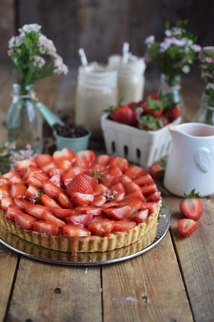 Erdbeertorte mit Cheesecake Swirl - Strawberry Cake with Cheesecake filling and strawberry Sauce (39)