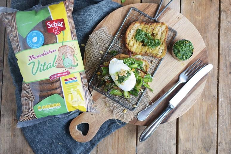 Glutenfreies Sandwich mit Spargel-Mangold-Salat & pochiertem Ei (8)