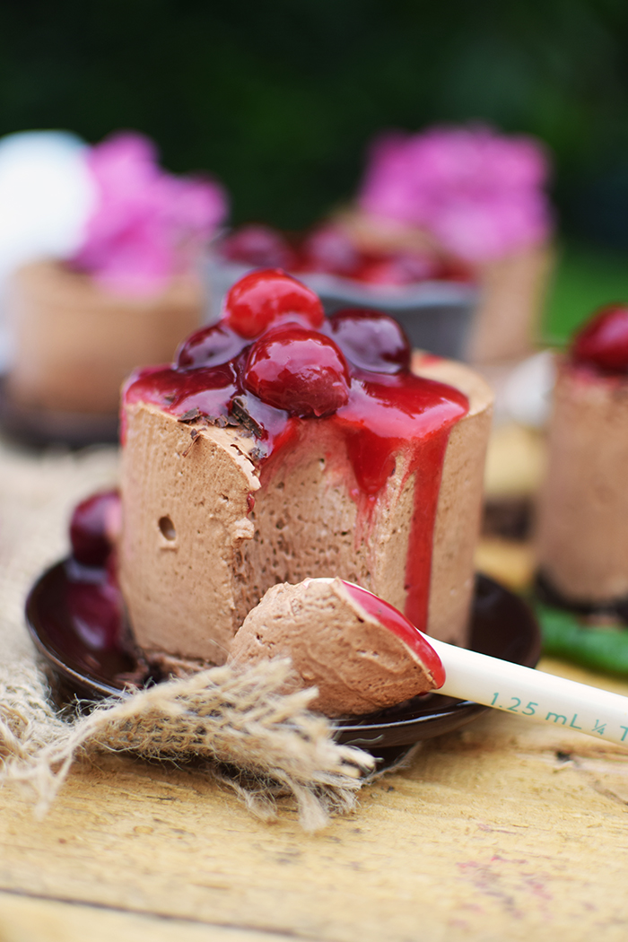 Geeiste Schoko Mousse mit Kirschen - Iced Chocolate Mousse with cherries (19)
