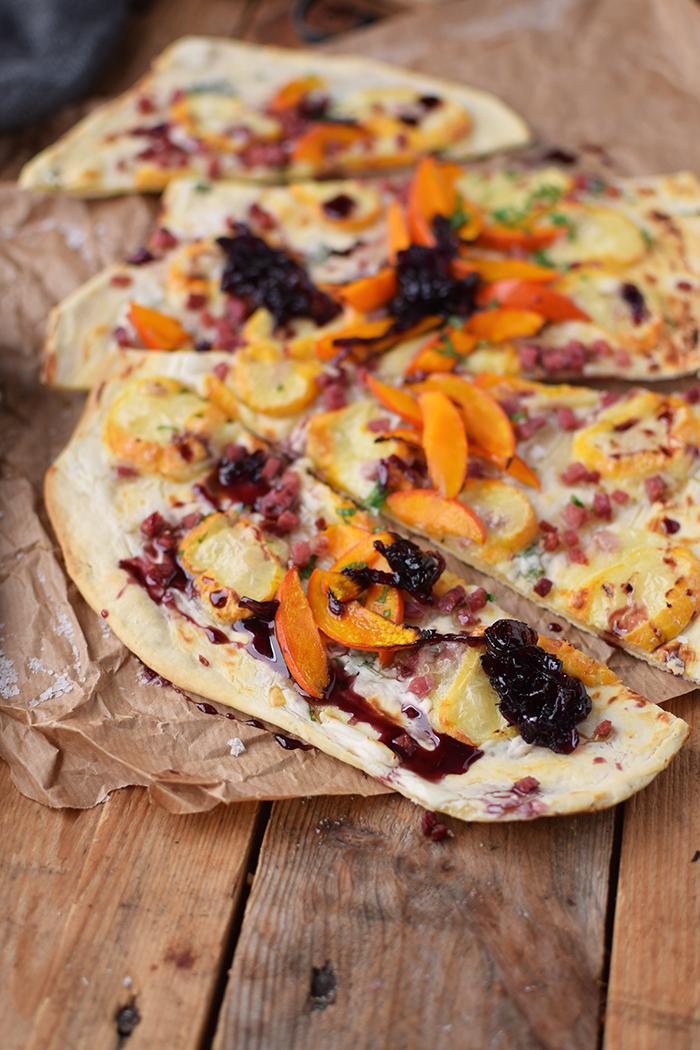 flammkuchen-mit-rotweinzwiebeln-und-kuerbis-tarte-flambe-with-red-wine-onions-and-pumpkin-rezept-11