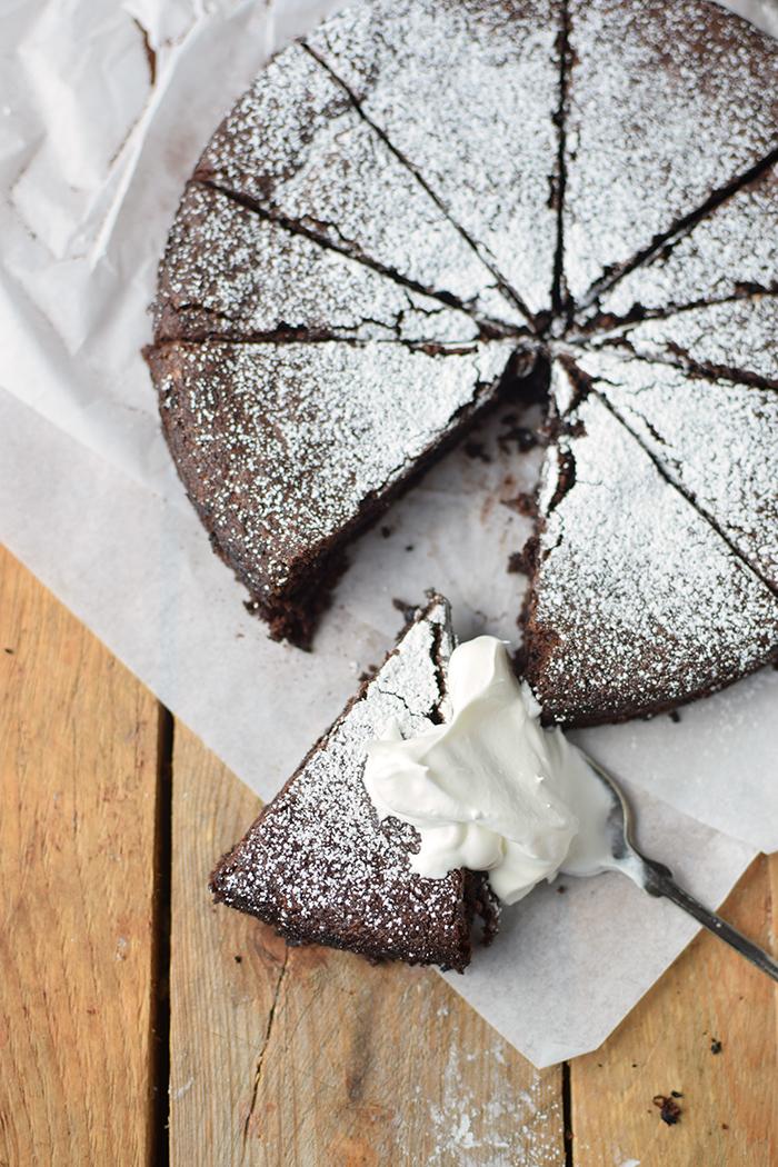 saftiger-mandel-schokokuchen-glutenfrei-gooey-almond-chocolate-cake-glutenfree-13