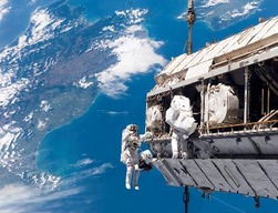 astronaut_floating_med