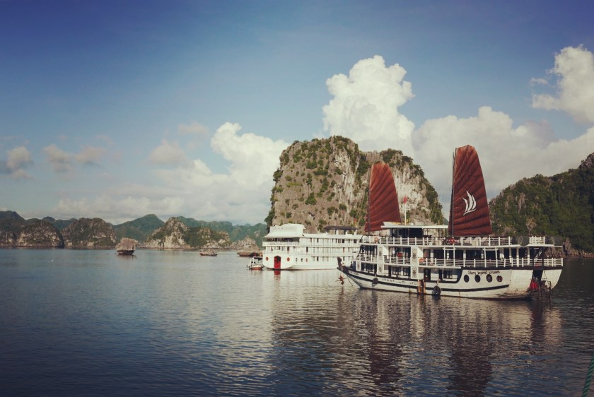 vietnam-halong-bay-19-morning