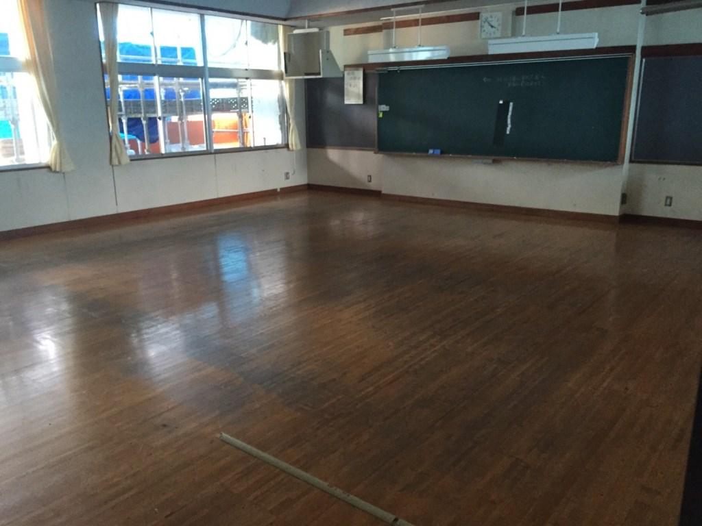 松本市内中学校教室施工前