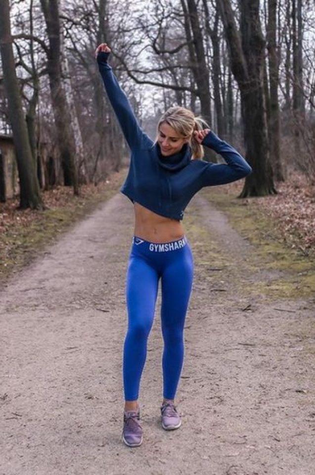 Германска полицайка скандализира колегите си с еротични СНИМКИ в интернет