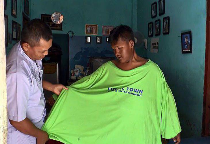 Момченцето, което на 12 тежеше 190 килограма, отслабна двойно, като се отказа от... (СНИМКИ)