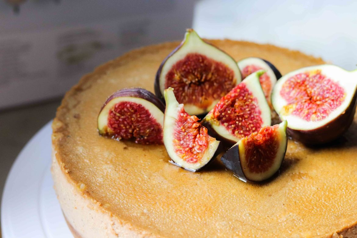 Earl Grey Honey Lemon Mascarpone Cheesecake decorated with fresh figs