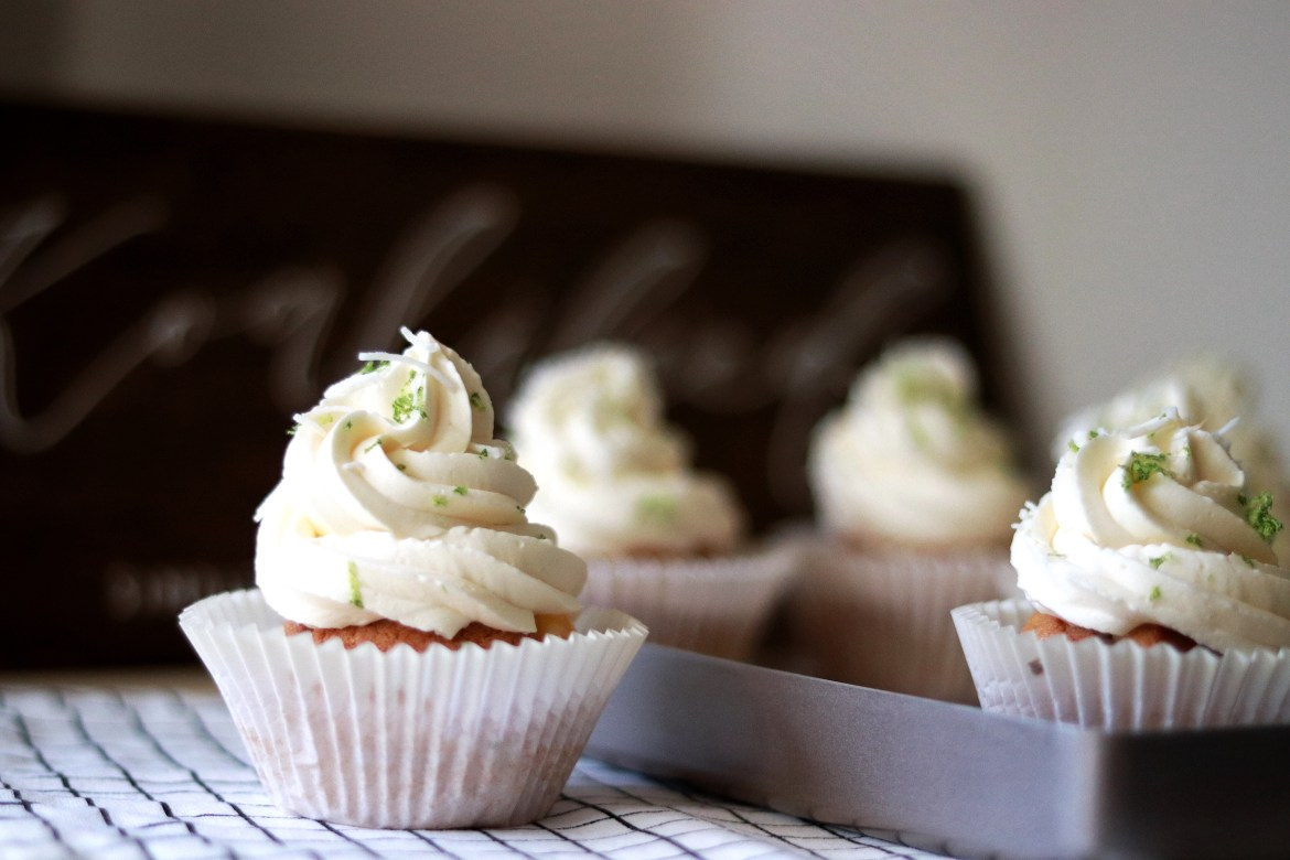 Coconut_lime_cupcake_with_Swiss_Meringue_Coconut_Buttercream_and_Lime_curd4