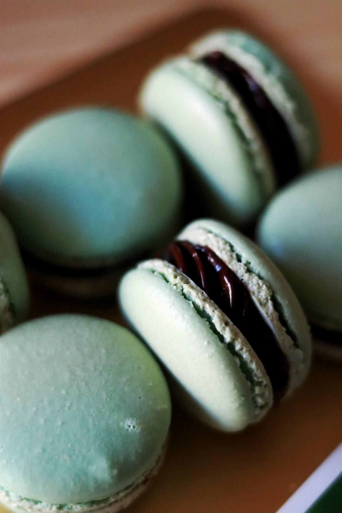 mint_chocolate_macarons2
