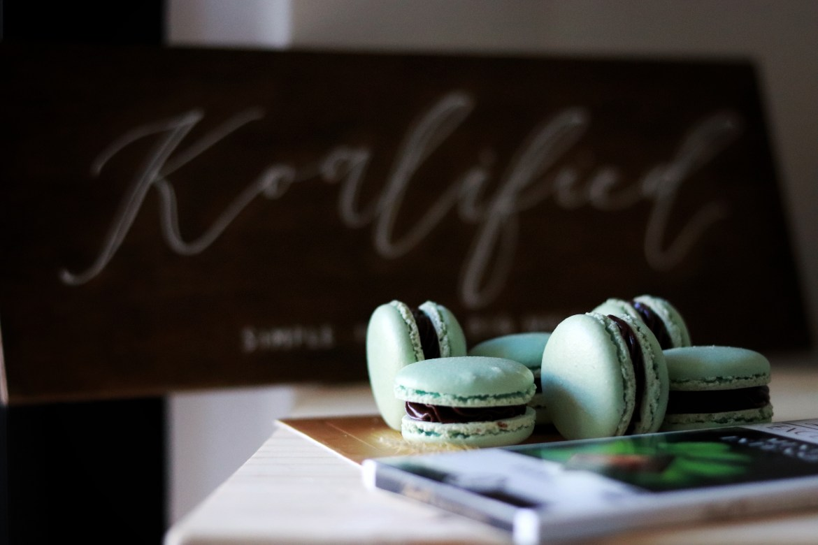 mint_chocolate_macarons3